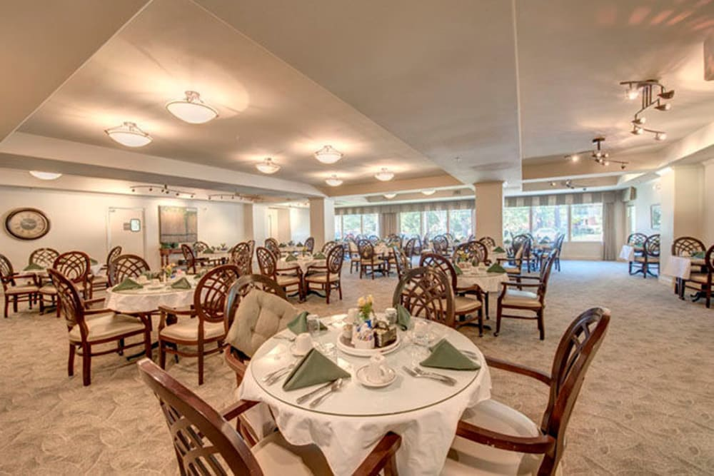 Dining room at Cypress Place in Ventura, California