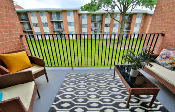 Willow Run at Mark Center Apartment Homes in Virginia