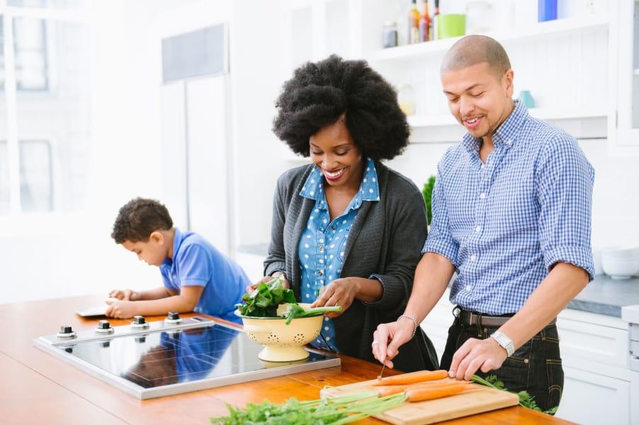 Family preparing dinner at Admiral Oaks