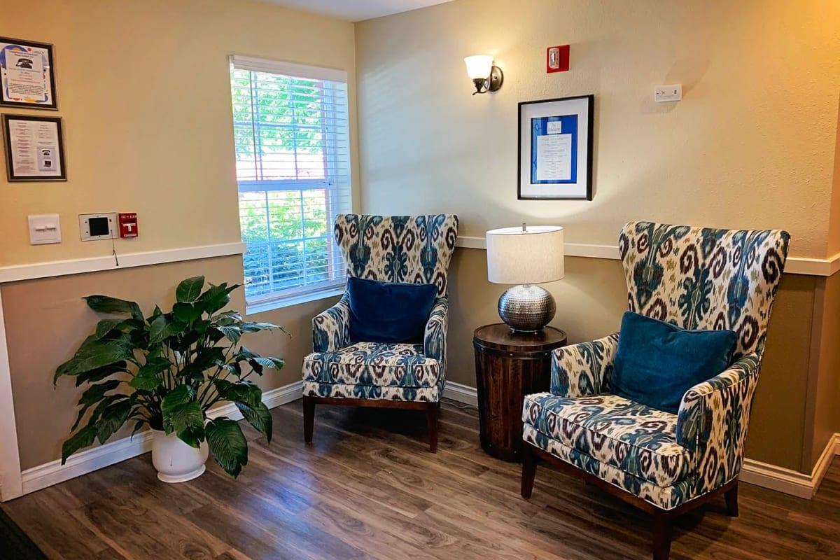 A comfortable lounge at Farmington Square Salem in Salem, Oregon