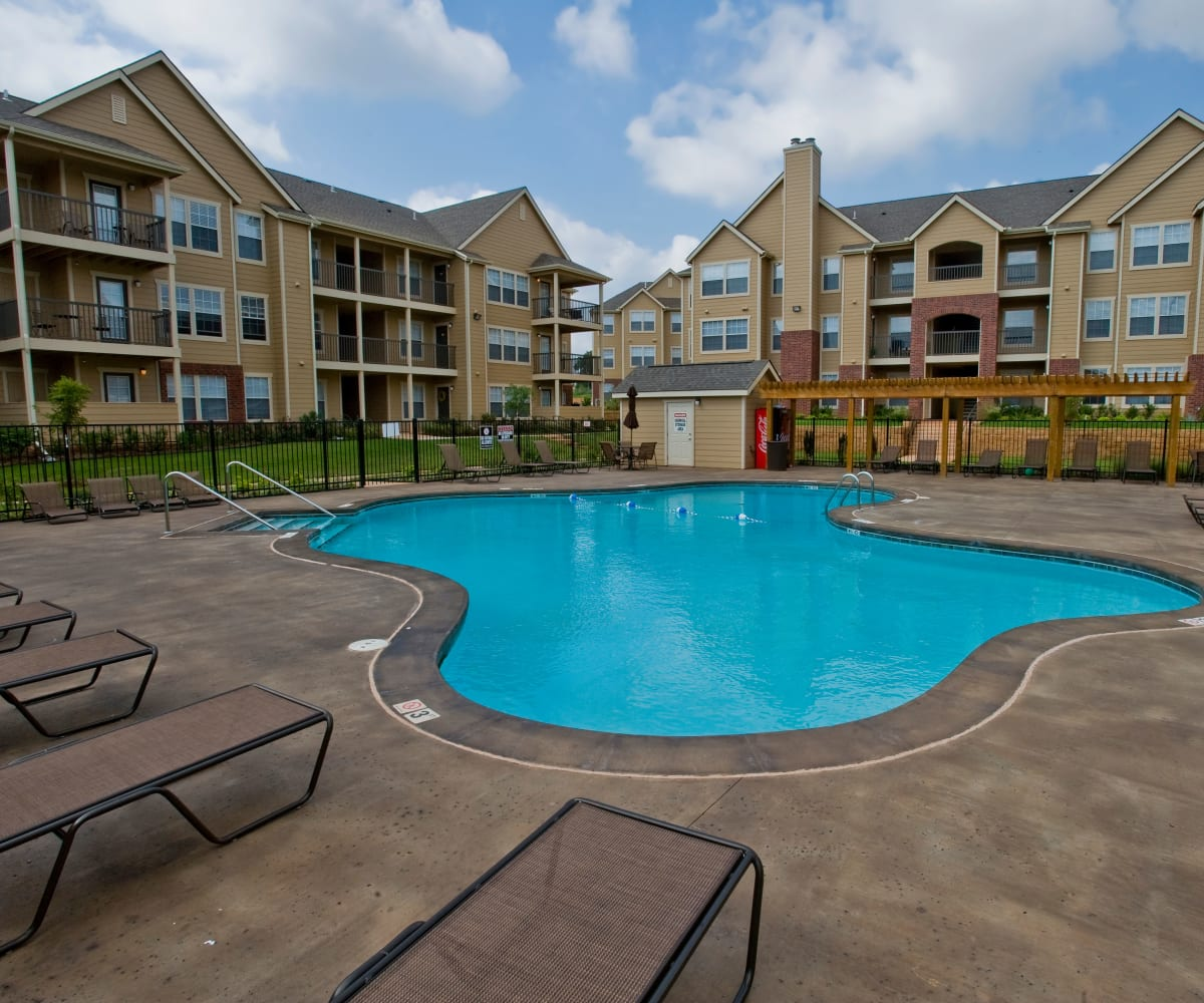 Resort style pool at Fountain Lake in Edmond, Oklahoma