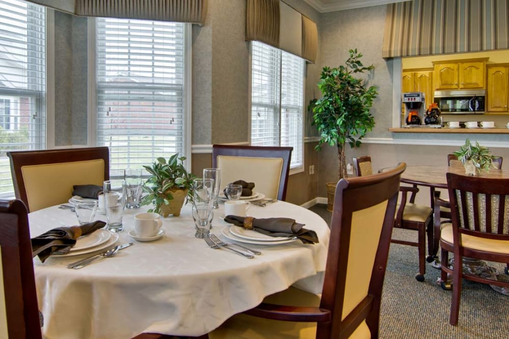 Fine Dining is offered to Residents at Field Pointe Assisted Living in Saint Joseph, Missouri