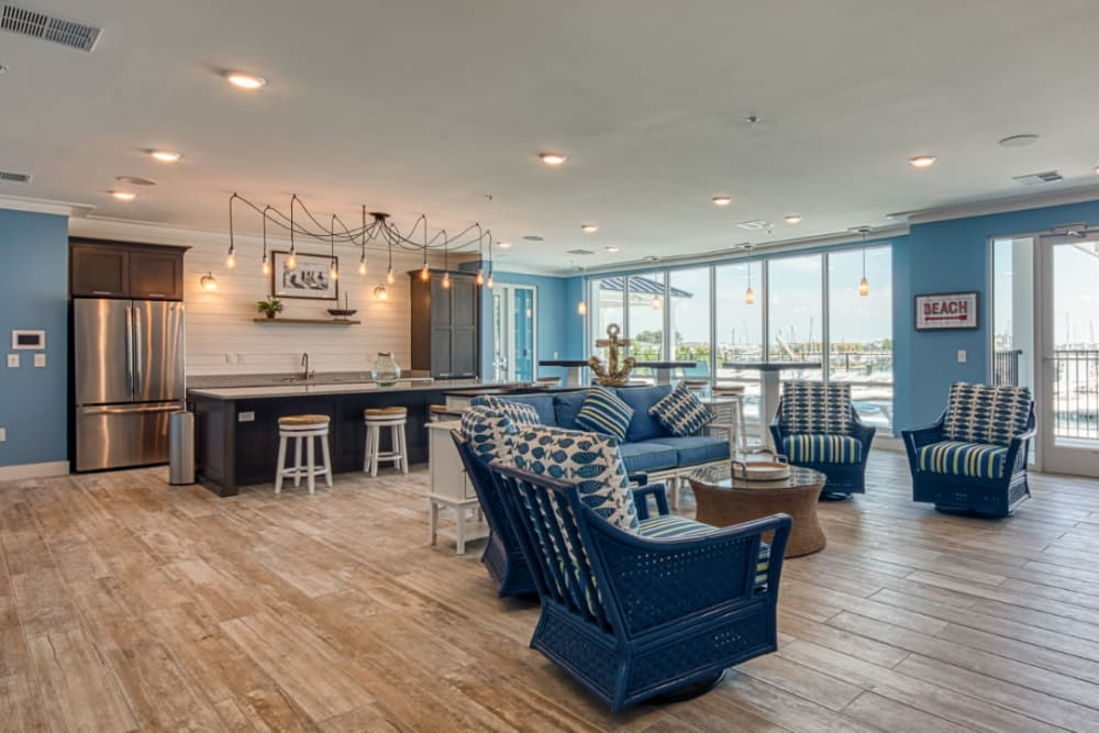 The clubhouse with plenty of seating at Marina Villa in Norfolk, Virginia
