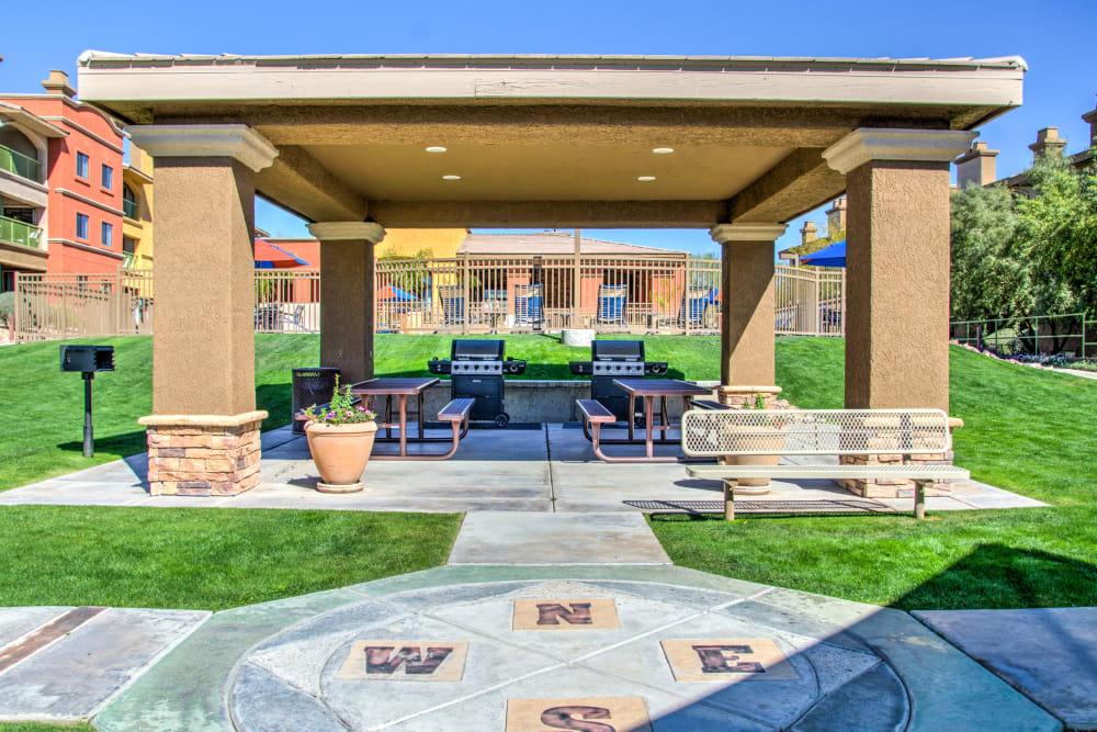 Outdoor covered barbecue area a Oro Vista Apartments in Oro Valley, Arizona