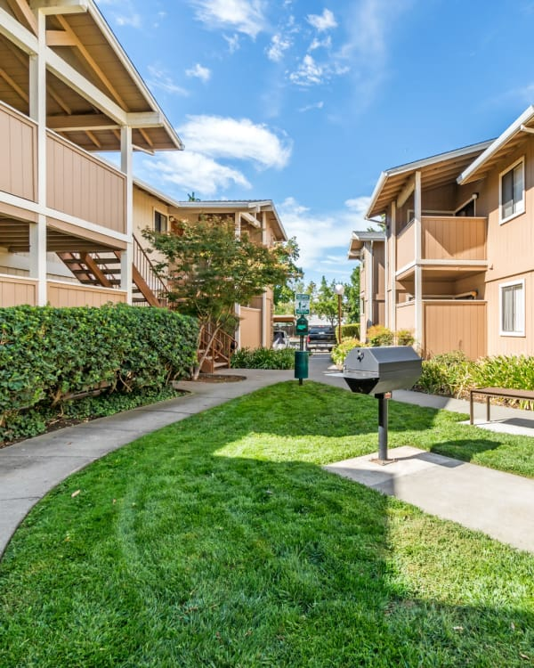 Enjoy the neighborhood at Sommerset Apartments in Vacaville
