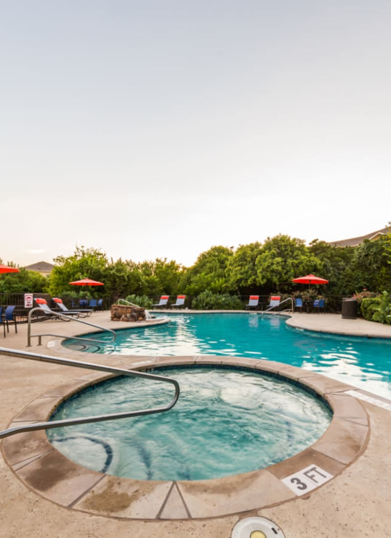 Hot tub and sparkling pool at Marquis at Canyon Ridge in Austin, Texas