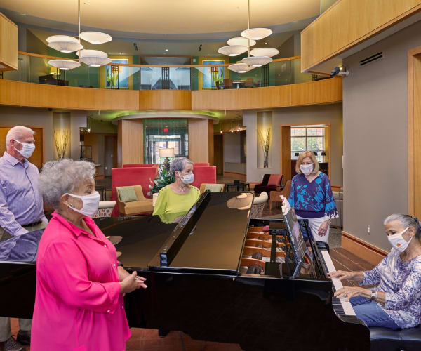 Residents enjoying live music at All Seasons of Rochester Hills in Rochester Hills, Michigan