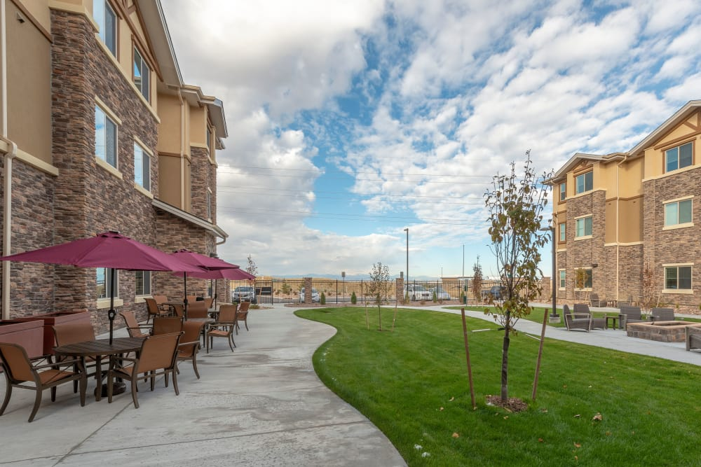 Backyard outdoor dining at Pine Grove Crossing in Parker, Colorado