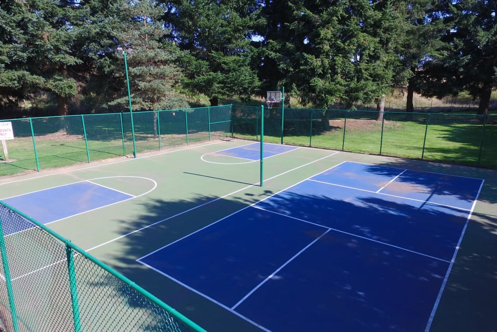 Tennis court at Oakbrook Apartments in Vancouver, Washington