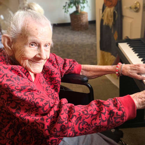 A resident playing piano at Canoe Brook Assisted Living in Broken Arrow, Oklahoma