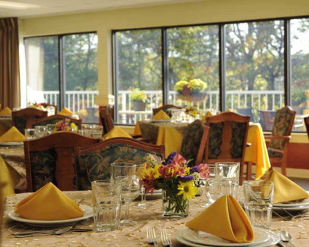 Restaurant style dining in resident dining room at Willow Creek Senior Living in Elizabethtown, Kentucky.