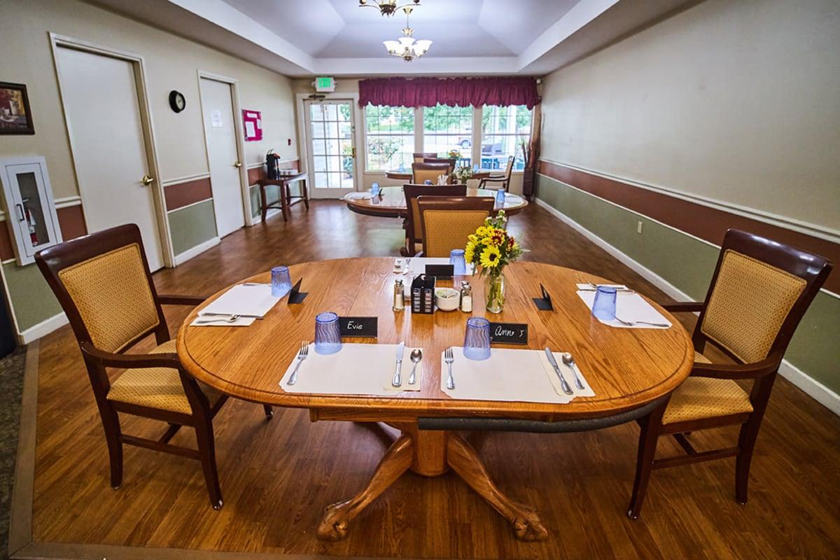 Set dining room tables at Farmington Square Eugene in Eugene, Oregon