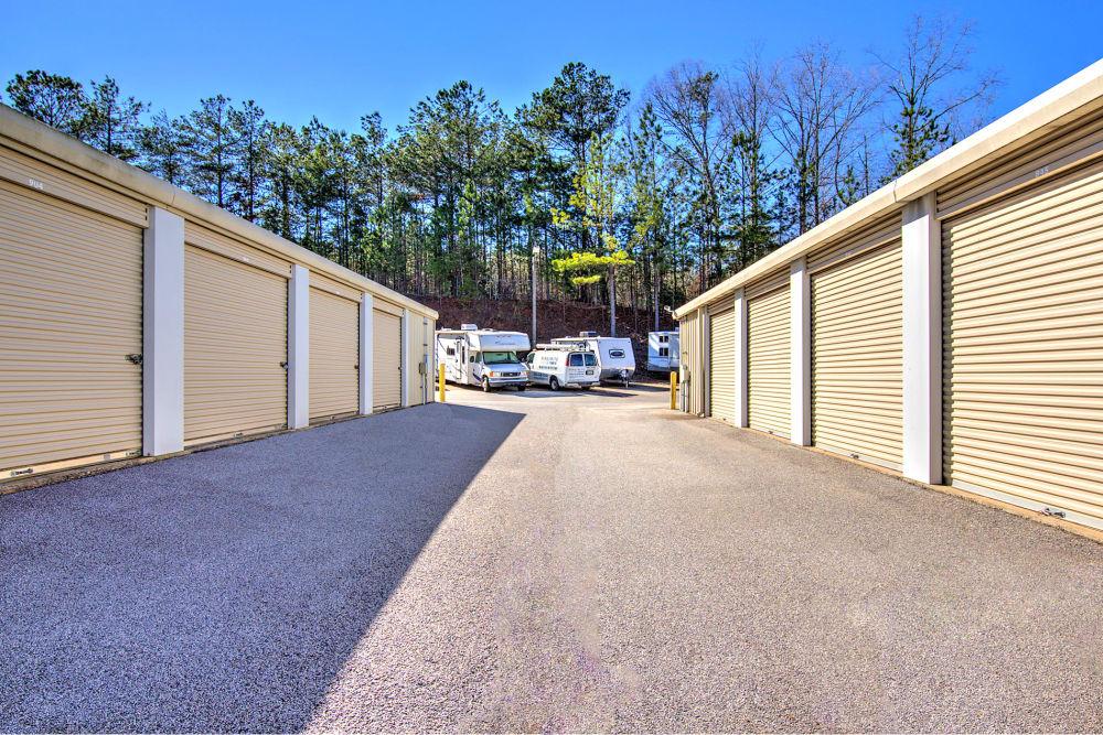 Wide drive ways at Prime Storage in Dallas, Georgia