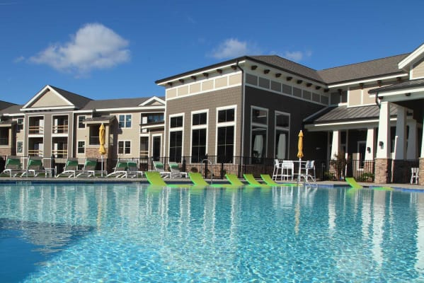 Sparkling pool at Silver Collection Signature Series in Fredericksburg, Virginia