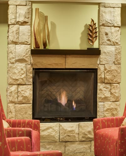 North thousand oaks ca senior living the reserve at thousand oaks living room at the reserve at thousand oaks in thousand oaks california solutioingenieria Image collections