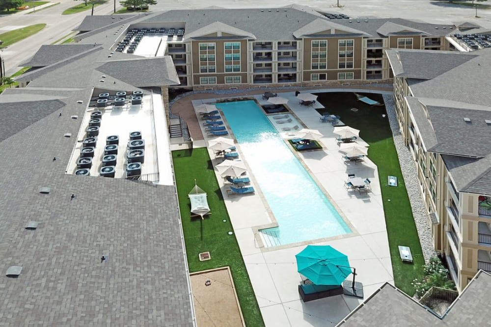 Aerial view of the courtyard of Heights West 11th in Houston, Texas