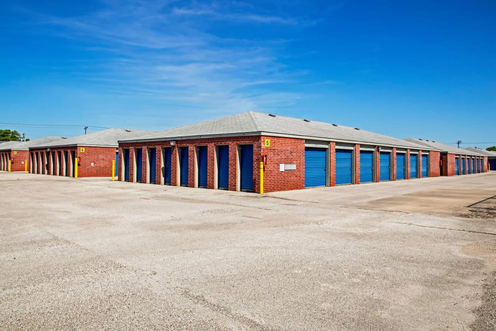 Exterior drive up units at Metro Self Storage in La Marque, Texas