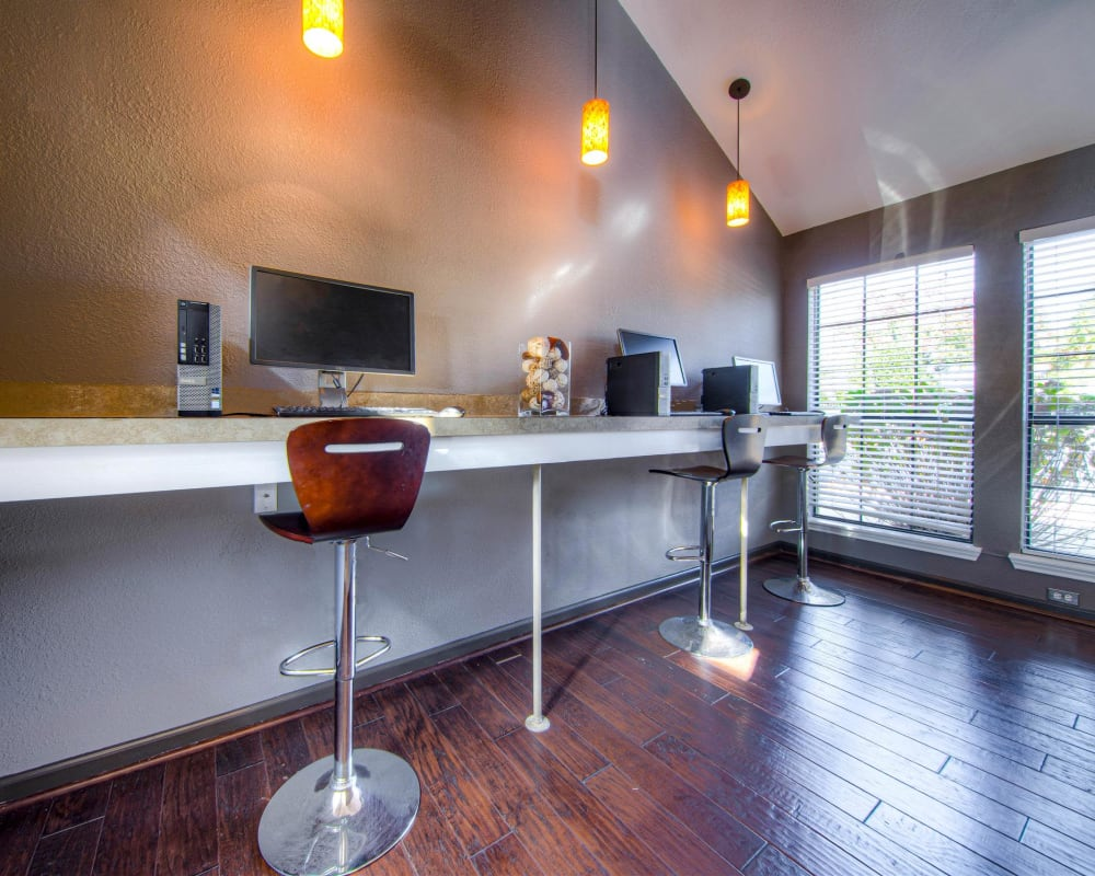 Onsite business center at Hampton Point Apartment Homes in Silver Spring, Maryland