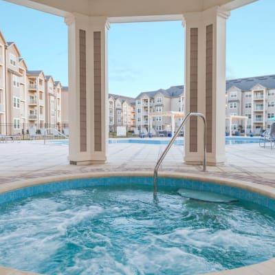 Beautiful Hot Tub At The Avenue Apartments