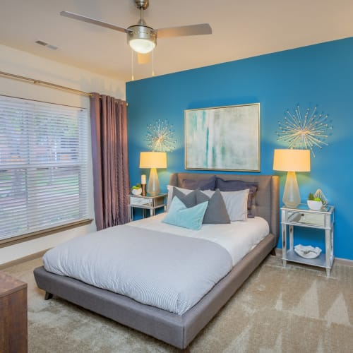 View virtual tour of a 1 bedroom 1 bathroom apartment at Presley Oaks in Charlotte, North Carolina