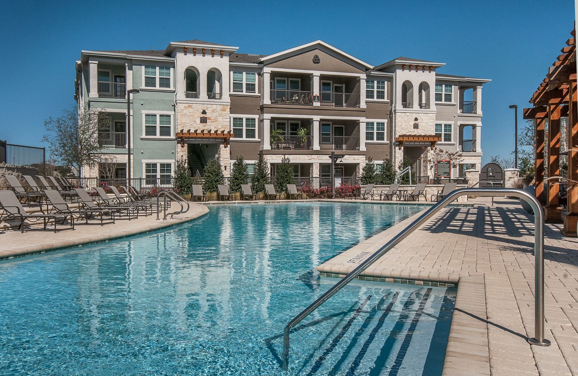 Apartments at Wiregrass at Stone Oak in San Antonio, Texas