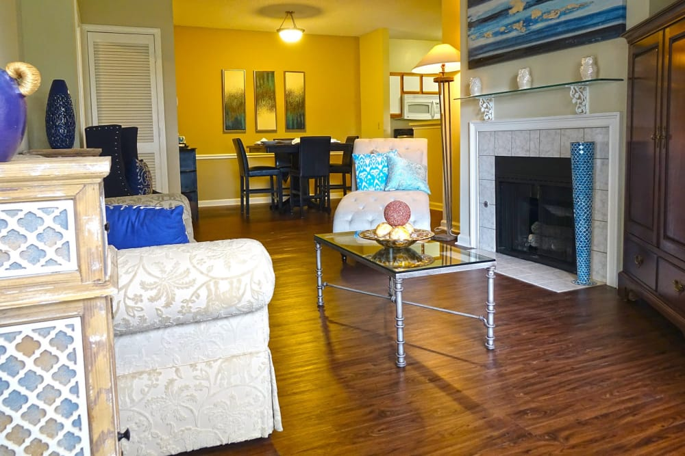 Living room at Enclave at Wolfchase in Cordova, Tennessee
