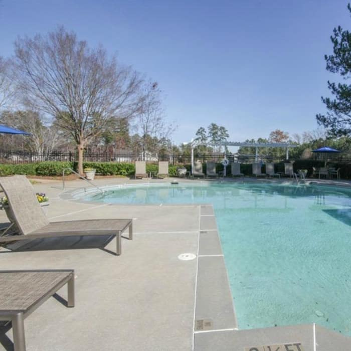 The Oxford has a swimming pool in Conyers, Georgia