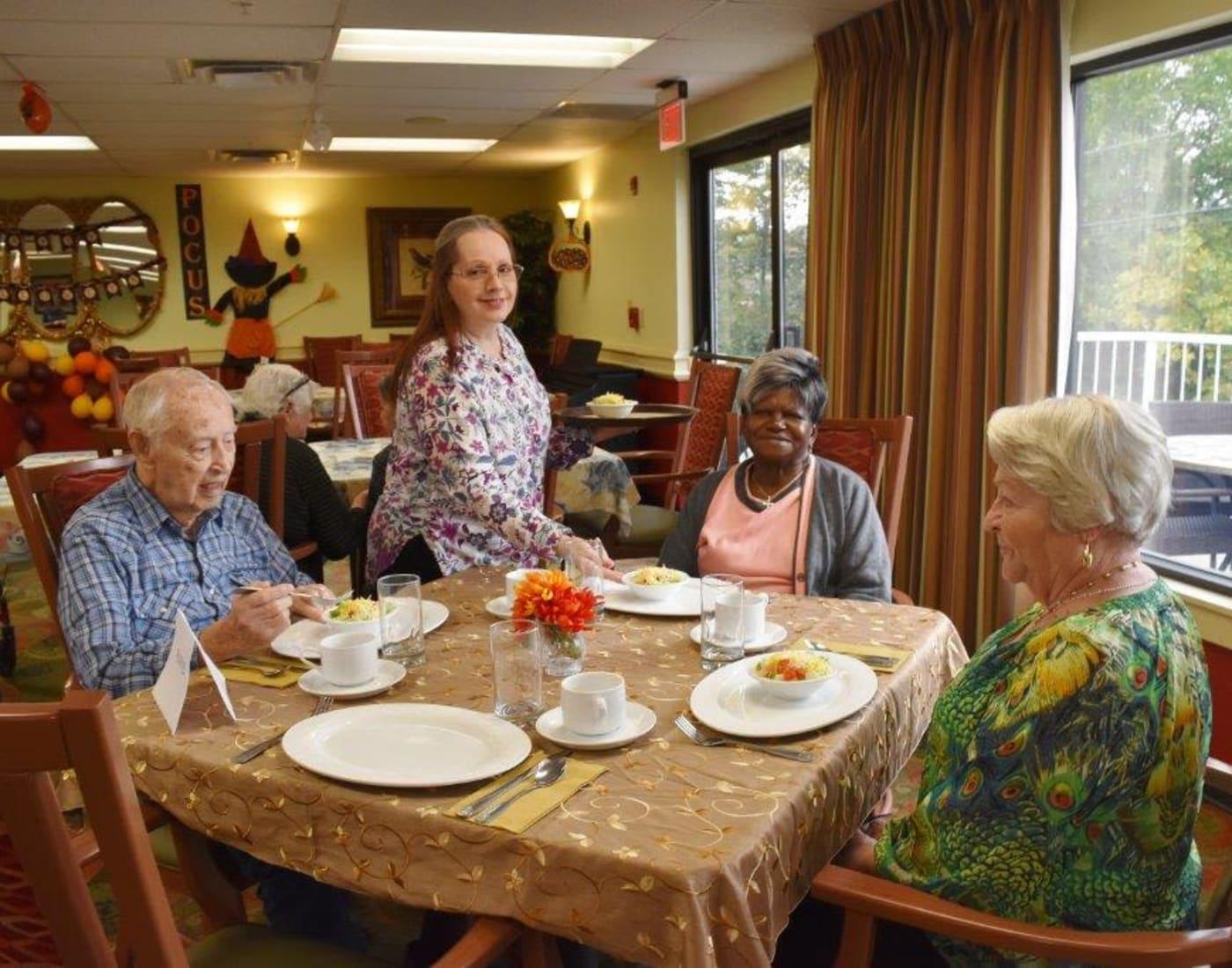 Residents enjoying restaurant-style dining at Willow Creek Senior Living in Elizabethtown, Kentucky.