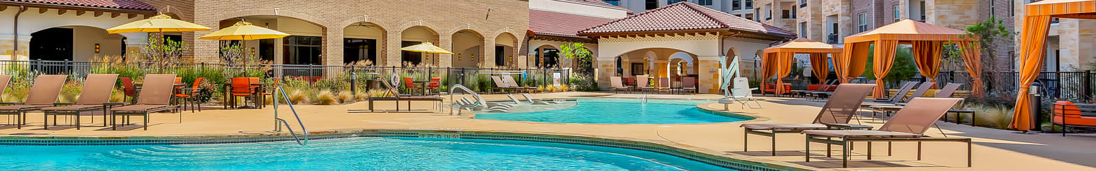 Guest suites at Villas at the Rim in San Antonio, Texas