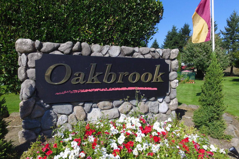 Front Sign of Oakbrook Apartments in Vancouver, Washington