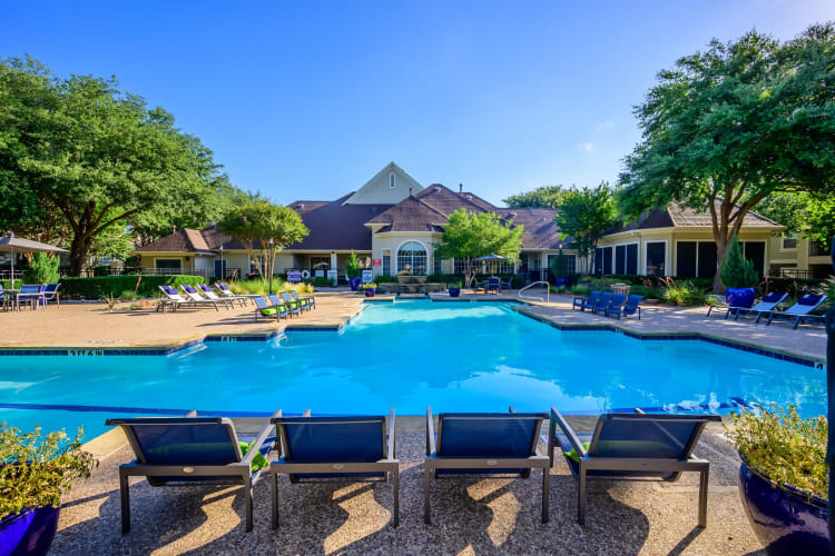 Resort-style swimming pool at 23Hundred @ Ridgeview in Plano, Texas
