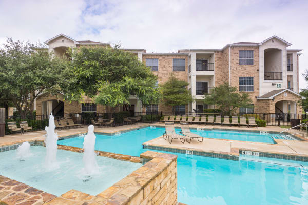 Beautiful swimming pool at Stoneybrook Apartments & Townhomes in San Antonio, Texas