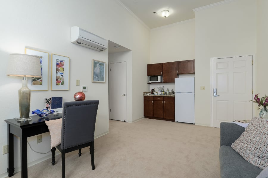 Spacious and well-furnished suite at Palo Alto Commons in Palo Alto, California