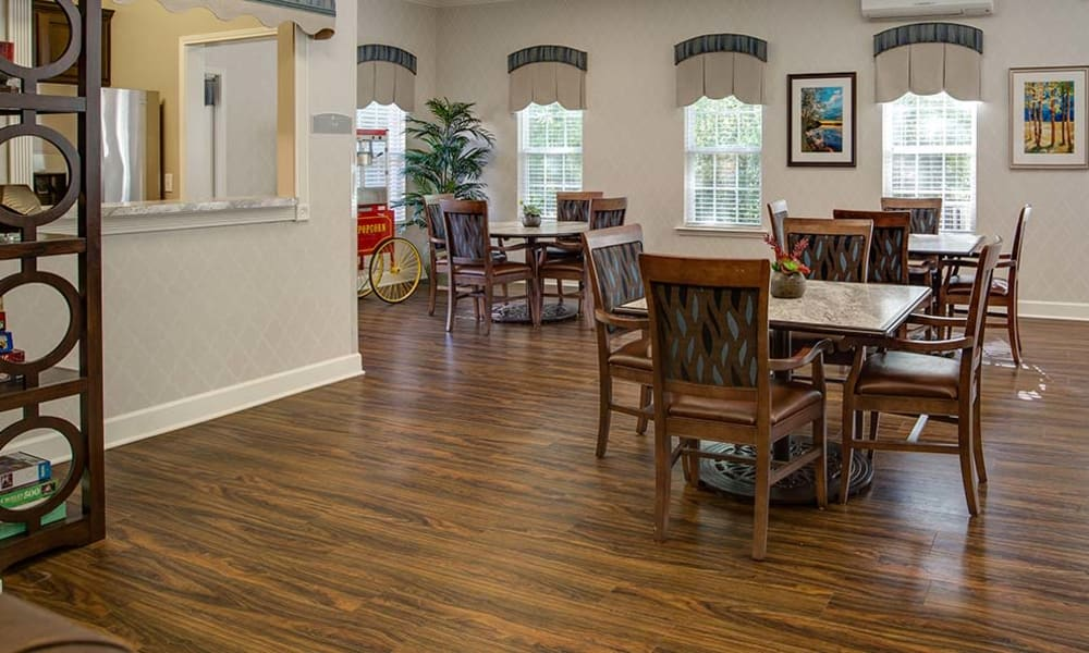 Family dining space at Chestnut Glen Senior Living in Saint Peters, MO