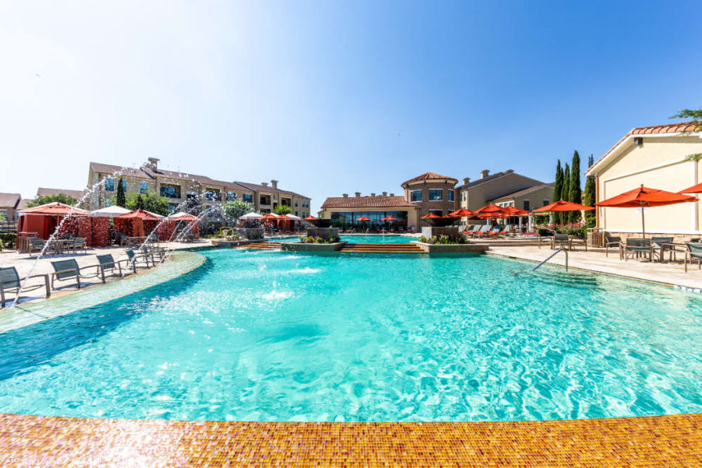 Sparkling pool with water features at Marquis at the Reserve in Katy, Texas