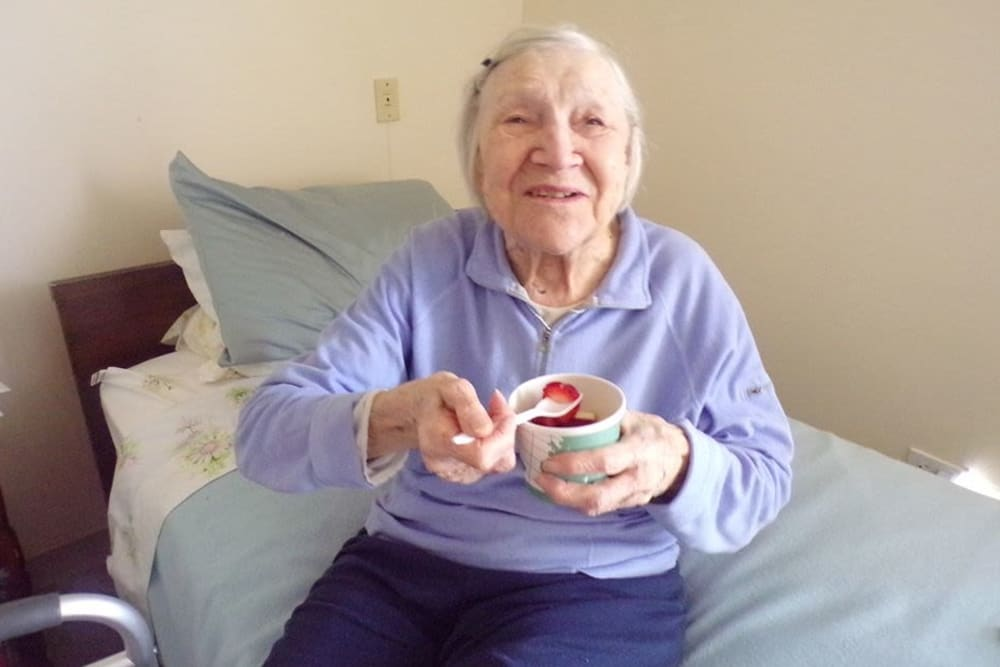 Resident eating at Victory Centre of Joliet
