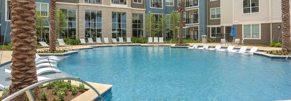 A resort-style swimming pool at Greenhouse in Houston, Texas