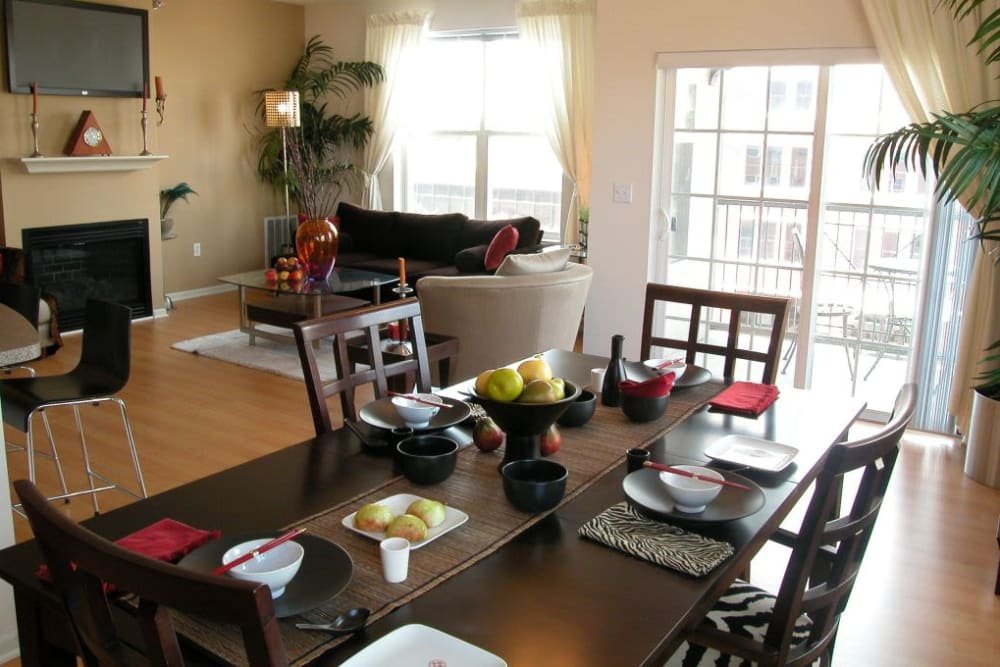 Beautiful dining room at Loring Park Apartments im Minneapolis
