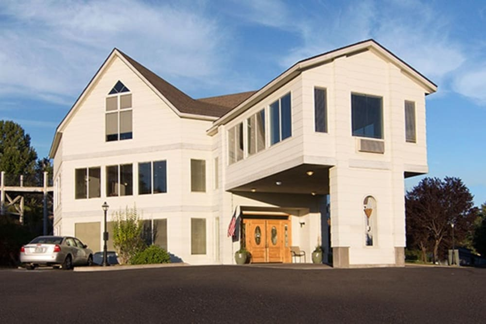 Curious about senior living options at Regency Village at Prineville in Prineville, OR? Contact us today to learn more.