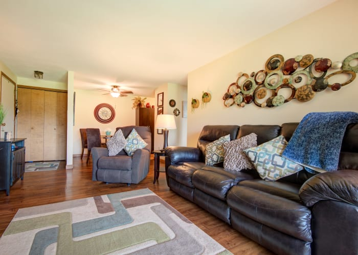 Living room at Kimbrook Manor Apartments in Baldwinsville, New York