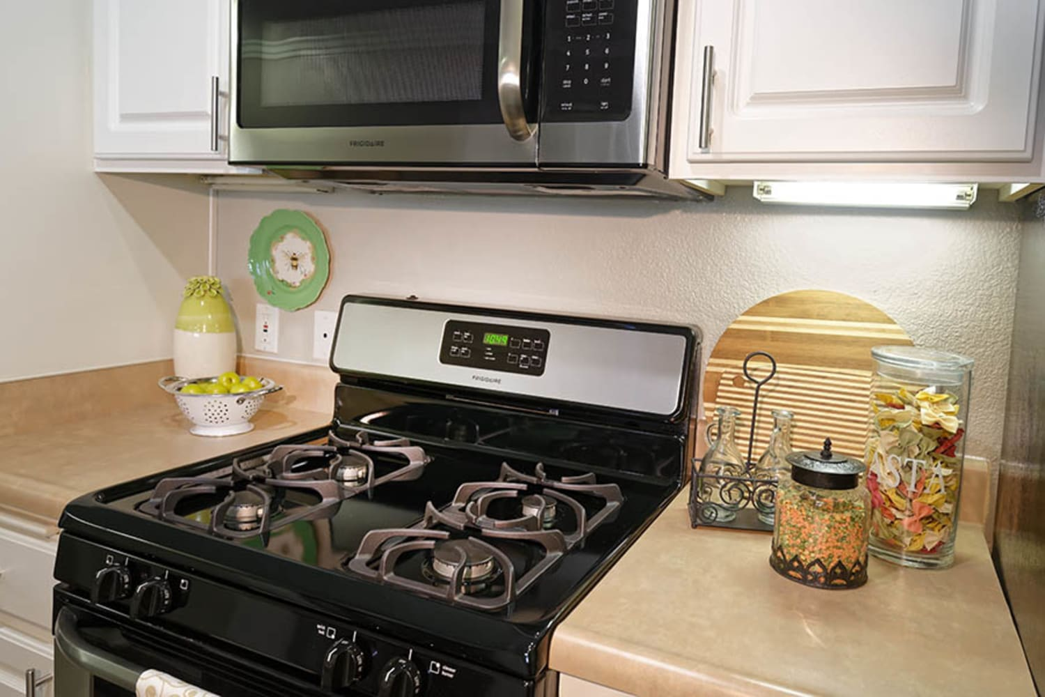 Camino Real offers kitchens with upgraded appliances in Rancho Cucamonga, California