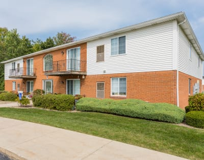 Luxury apartments at Maplewood Estates Apartments in Hamburg, New York