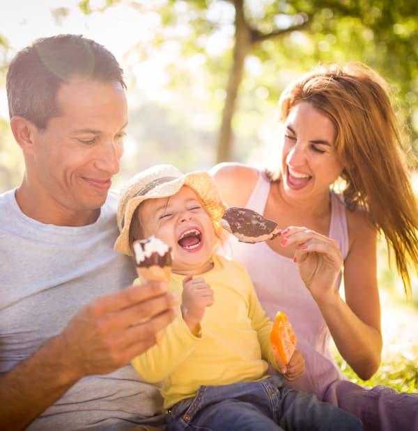 Family enjoying ice cream at Cuestas Apartments in Las Cruces