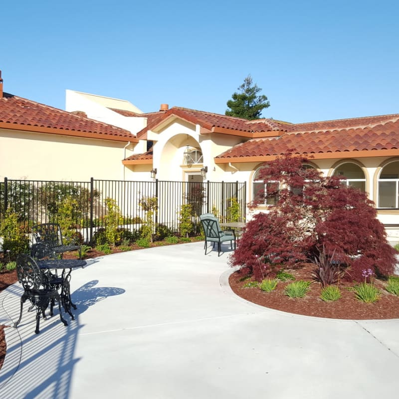 The courtyard at Peninsula Reflections in Colma, California