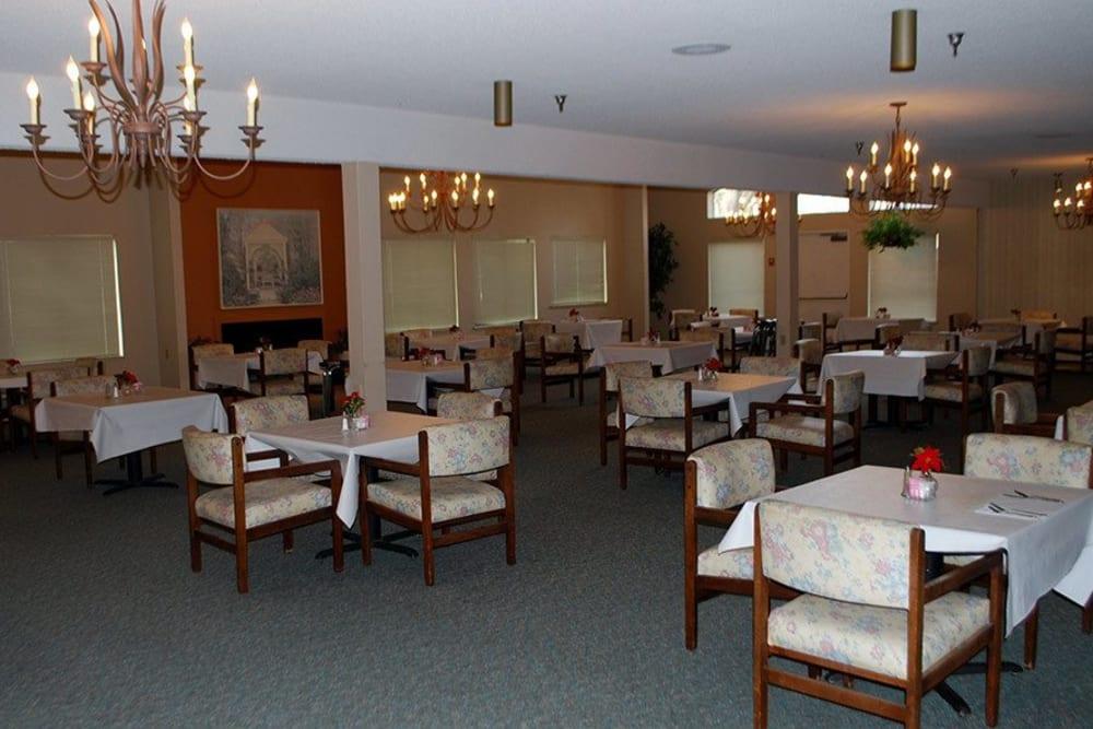 Dining area at Leisure Manor Senior Living in Sacramento, California