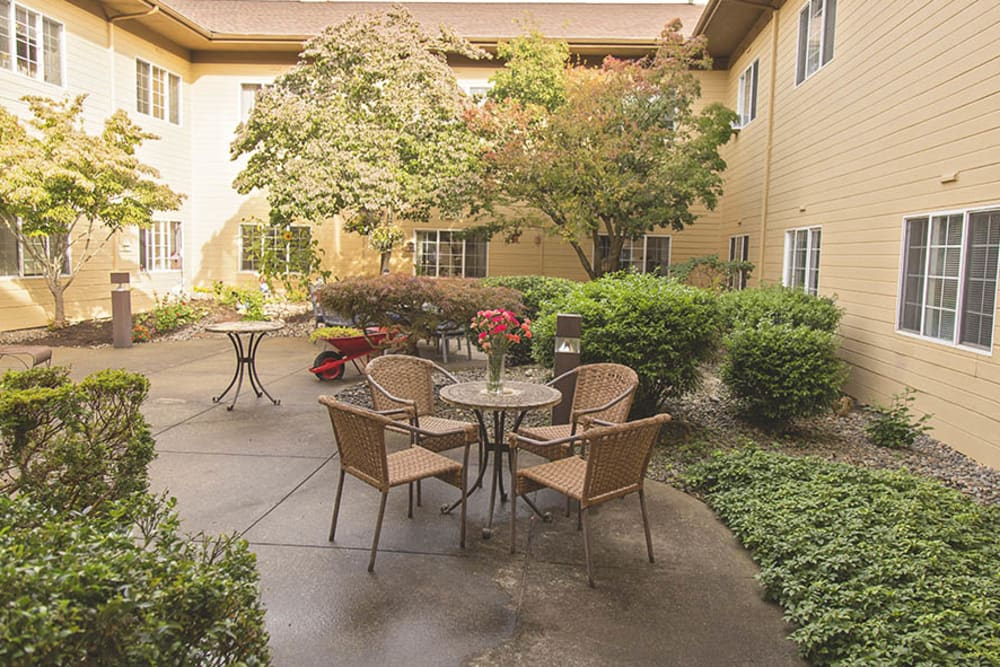 Courtyard at Cooks Hill Manor Assisted Living