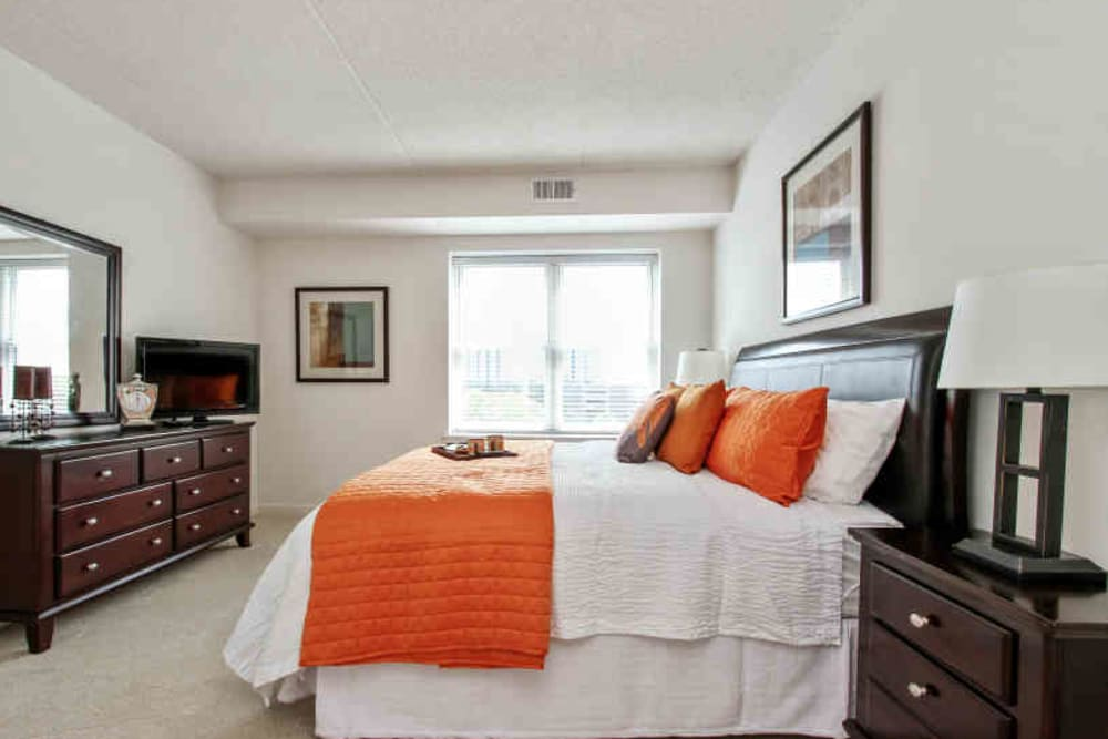 Master bedroom at 301 Riverwalk Place in Buffalo Grove, Illinois