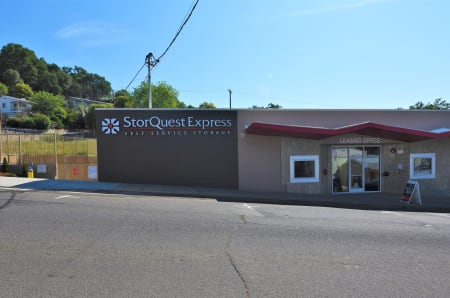 Front view of the sign at StorQuest Express - Self Service Storage, CA