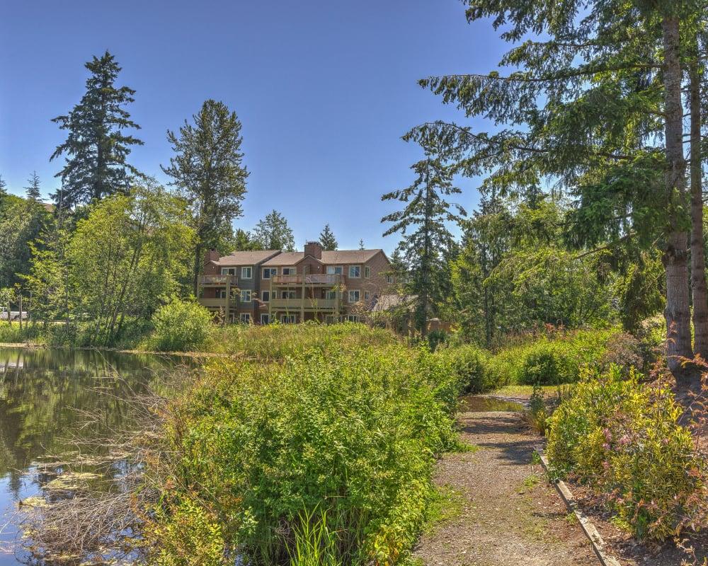 Pathway winding along the lake at Sofi Lakeside in Everett, Washington