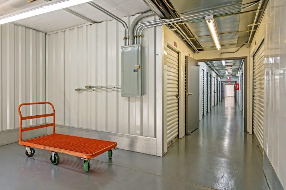 Metro Self Storage offers indoor units in Stone Mountain, Georgia